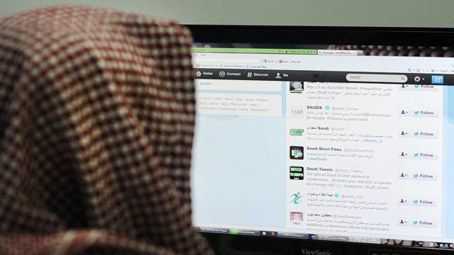 Саудовский мужчина ползуется Твиттером