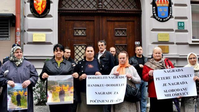 Saraybosna'daki İsveç Büyükelçiliği önünde protesto gösterileri düzenlendi (5 Kasım 2019)