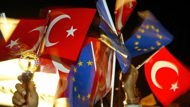 AB ve Türk bayrakları