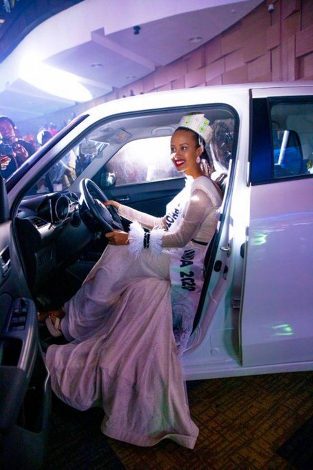 Naomie yahawe imodoka nshasha ya Suzuki Swift