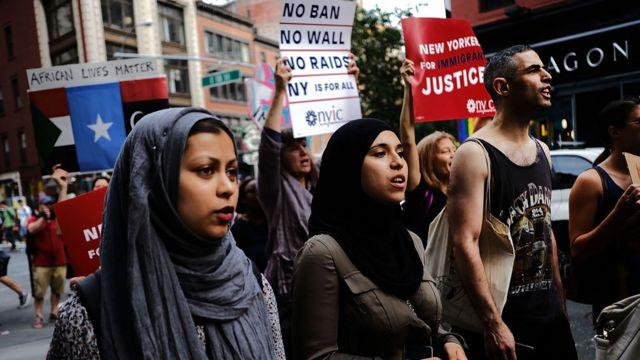 入国禁止令の運用開始に対してニューヨークでは抗議デモが起きた(29日)