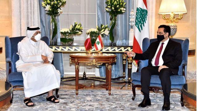 رئيس الوزراء في حكومة تصريف الأعمال اللبنانية حسان دياب في لقائه بوزير الخارجية القطري محمد بن عبد الرحمن آل ثاني أثناء زيارة رسمية للدوحة