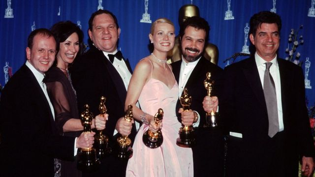 "David Parfitt, Donna Gigliotti, Harvey Weinstein, Gwyneth Paltrow, Edward Zwick, Mark Norman for Best Fim ""Shaekspeare in Love"""