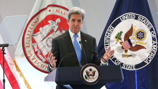 جان کری که در سال ۲۰۱۶ به عنوان وزیر خارجه امریکا معاهده اقلیمی پاریس را امضاء کرده بود اکنون نماینده ویژه جو بایدن در امور اقلیمی است