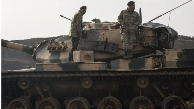 الأتراك يكثفون من عملياتهم العسكرية الجوية والبرية في عفرين