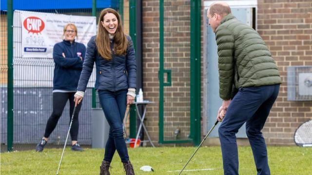 وليام وكيت يلعبان الغولف في 27 أبريل/نيسان 2021