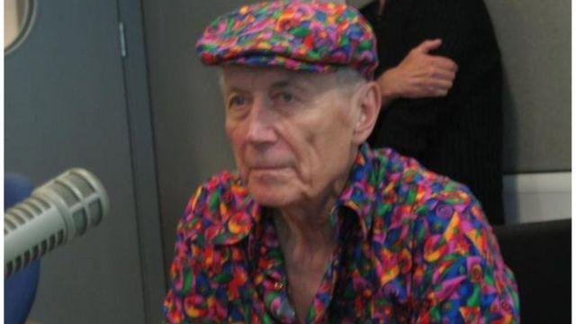 Євтушенко любив яскраві сорочки. В студії Російської служби Бі-бі-сі, 2006 рік