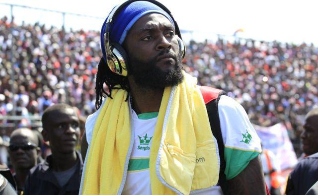 Umunya Togo Emmanuel Adebayor arashitse, imbere y' urukino ruhuza Liberia na Togo mu mahiganwa ya CAN 2017 ku rwego rwo gukuranamwo ku kibuga c'i Monrovia, Liberia 05/06/2016