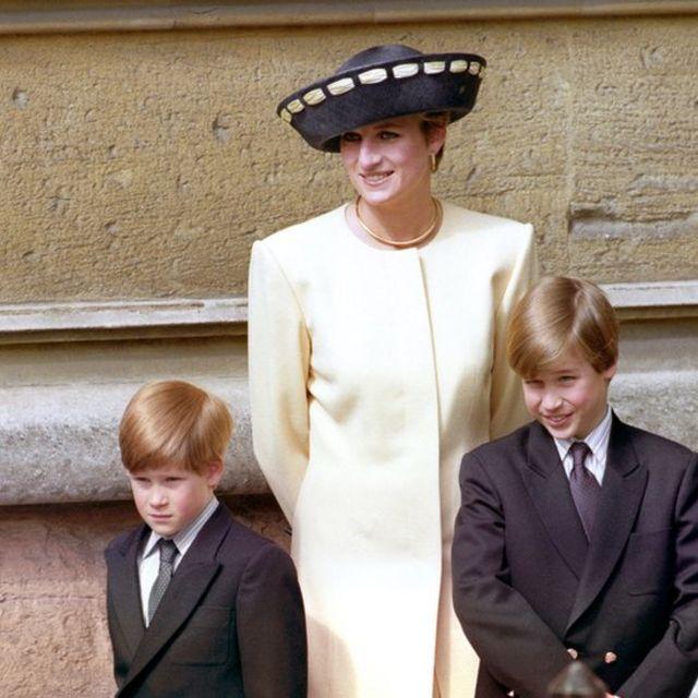 Diana com Harry e William