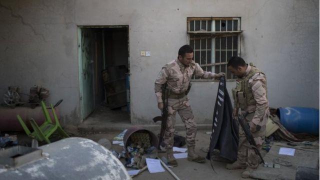 クルド人自治政府の治安部隊ペシュメルガの隊員(2日)