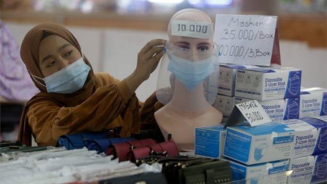 Trabalhadores mais jovens são vistos como a chave para enfrentar a crise do vírus