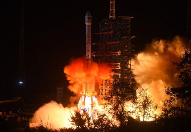 """""""嫦娥四号""""于周六凌晨从西昌卫星发射中心发射升空。"""