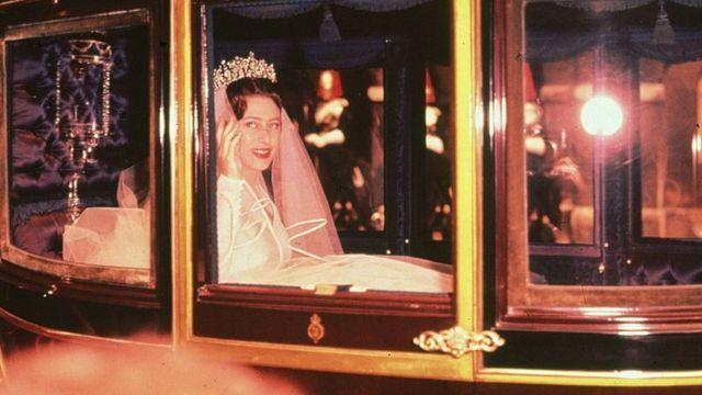 Принцесса Маргарет на пути в Вестминстерское аббатство.