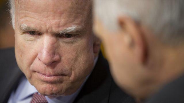 ジョン・マケイン上院議員は武器売却を歓迎し「もっと通常の手続き」にすべきだと語った。