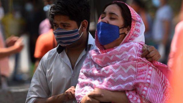 300 bini aşkın insanın Covid'den yaşamını yitirdiği Hindistan'da binlerce çocuğun anne, baba ya da her iki ebeveynini kaybettiği tahmin ediliyor
