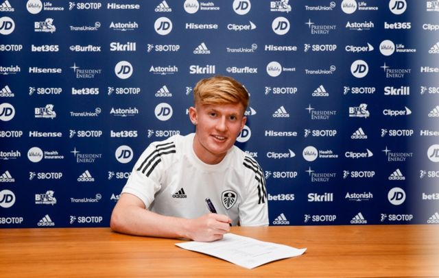 Leeds United's Alfie Hughes signs professional contract