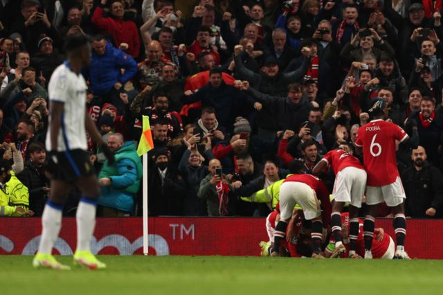 Man Utd celebrate their late winner against Atalanta