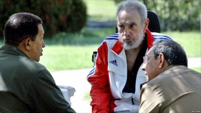 Après une opération à l'intestin en 2006, son frère Raul a pris la relève. Il a quitté le pouvoir officiellement en février 2008.