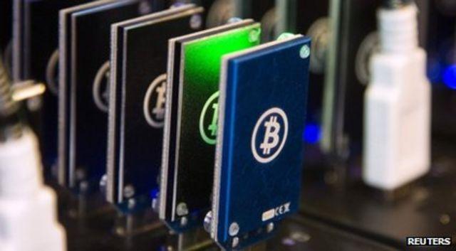 Minado de bitcoins.