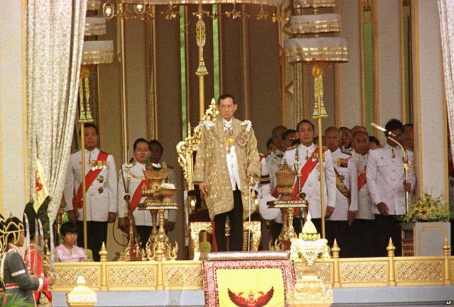 Le roi Bhumibol Adulyadej avant un speech à Bangkok, 1996