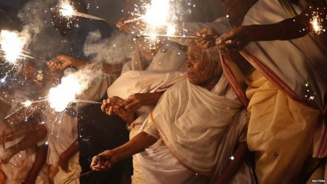 ఉత్తరప్రదేశ్లో దీపావళి సందడి.
