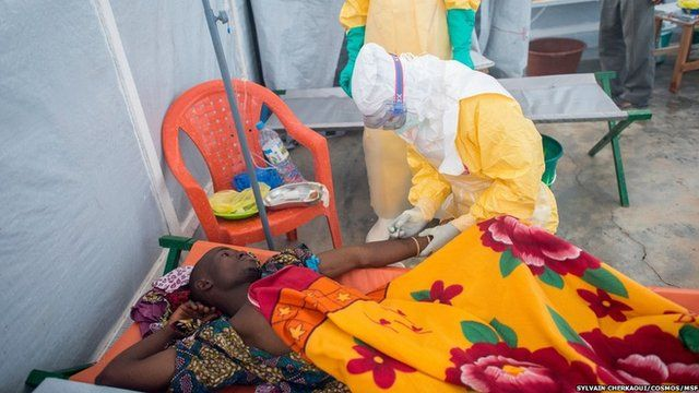 Ebola: a patient is treated