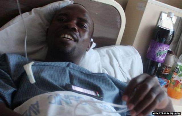 Bwana Dzamara yigeze kuvuga ko yakubiswe n'abapolisi 20 gushika aho ata ubwenge mu kwezi kwa 11 mu 2014