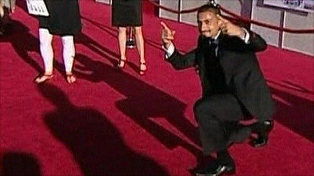 Oren Michaeli dancing on the red carpet