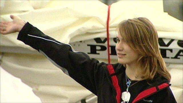 Laura Dekker sets sail