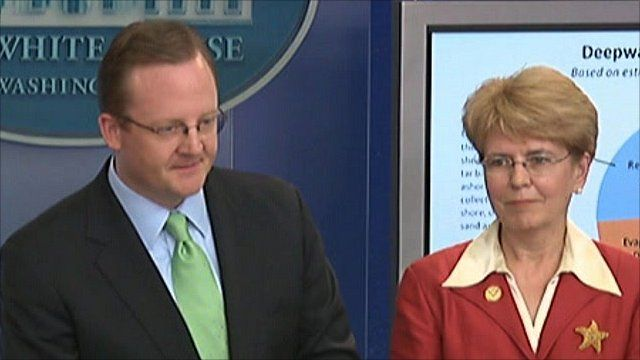 White House Press Secretary Robert Gibbs and NOAA Administrator Jane Lubchenco