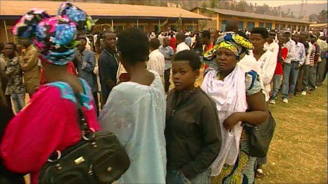 Queuing Rwandans