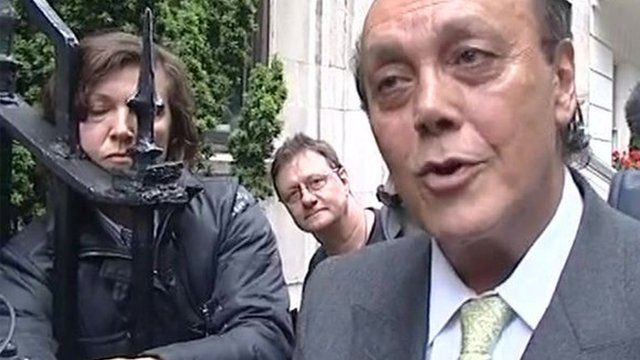 Asil Nadir speaks to the press as he arrives in Mayfair