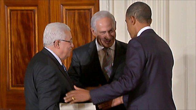 Mahmoud Abbas, Benjamin Netanyahu and Barack Obama shaking hands