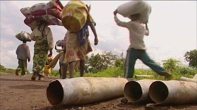 People carrying belongings in DR Congo