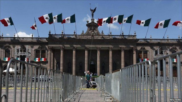 Barricades around State Government Palace ahead of Mexican independence celebrations