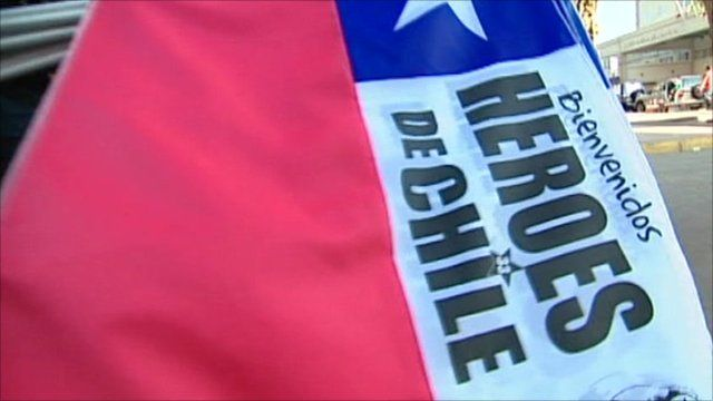 Chile miners 'heroes' flag