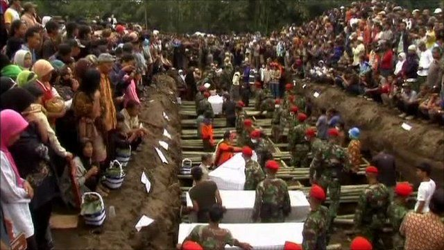 Mourners gathered at the mass grave for victims of Mount Merapi