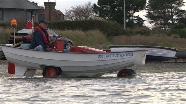 Amphibious lawn mower
