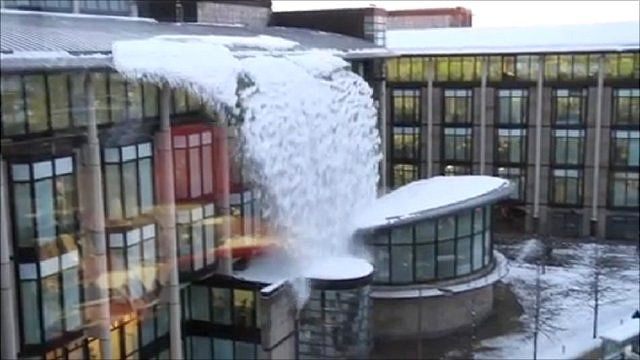 Snow falling from the roof of the Scottish Widows building