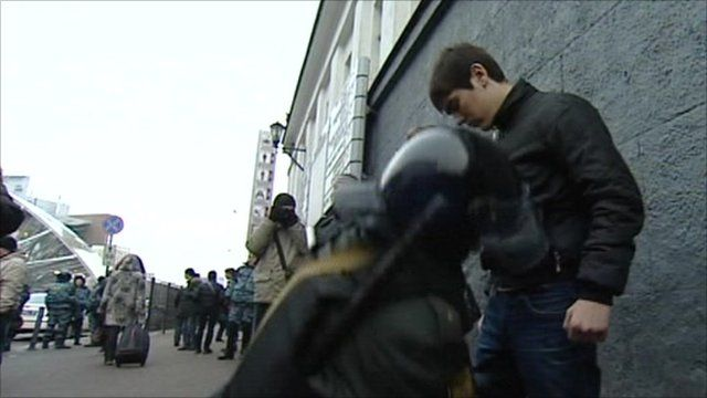Police in Moscow search for weapons