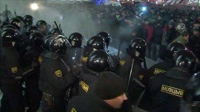 Demonstrators clash with riot police in Minsk