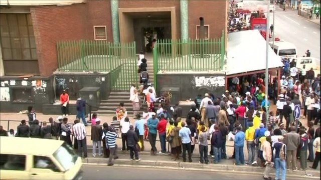 Zimbabweans queuing in South Africa