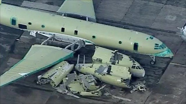 Nimrod aircraft in pieces