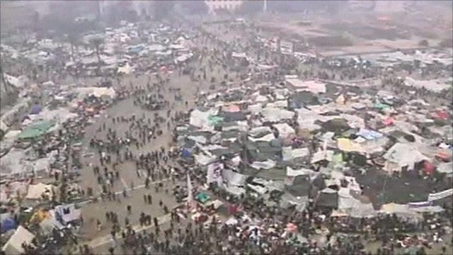 Crowd shots in Tahrir Square
