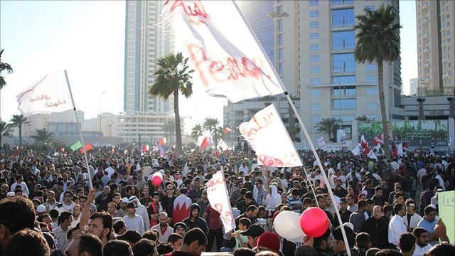Protesters in Pearl Square
