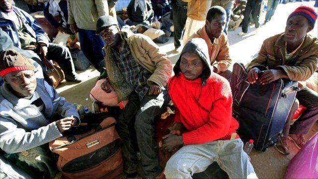 People at Tunisia border