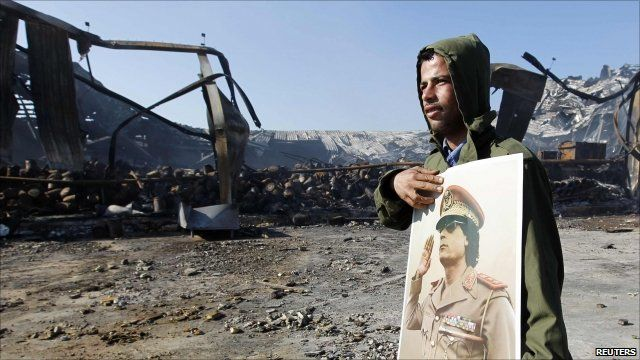 Man in Tripoli with picture of Gaddafi
