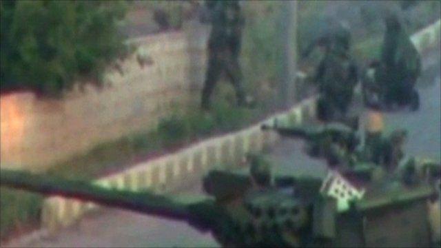 Tank purportedly in Deraa taken from social media footage