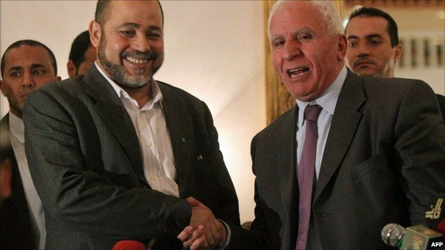 Fatah chief Azzam al-Ahmed (r) shakes hands with Hamas deputy leader Mussa Abu Marzuq