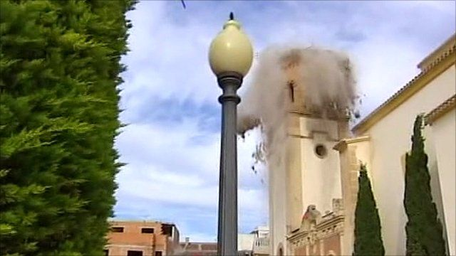 Bell church collapsing